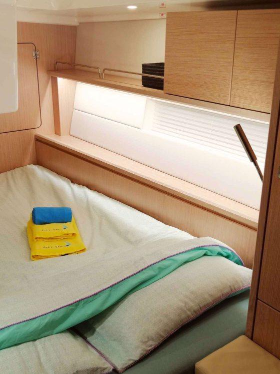 Lets-Sea-veleiro-voilier-sailboat-yacht-Bavaria-C45-sailing-Azores-Açores-Portugal-cruzeiro-croisière-cruises-bateau-boat-barco-spacious-cabin-bed-sleeping-luxurious-luxe-luxo