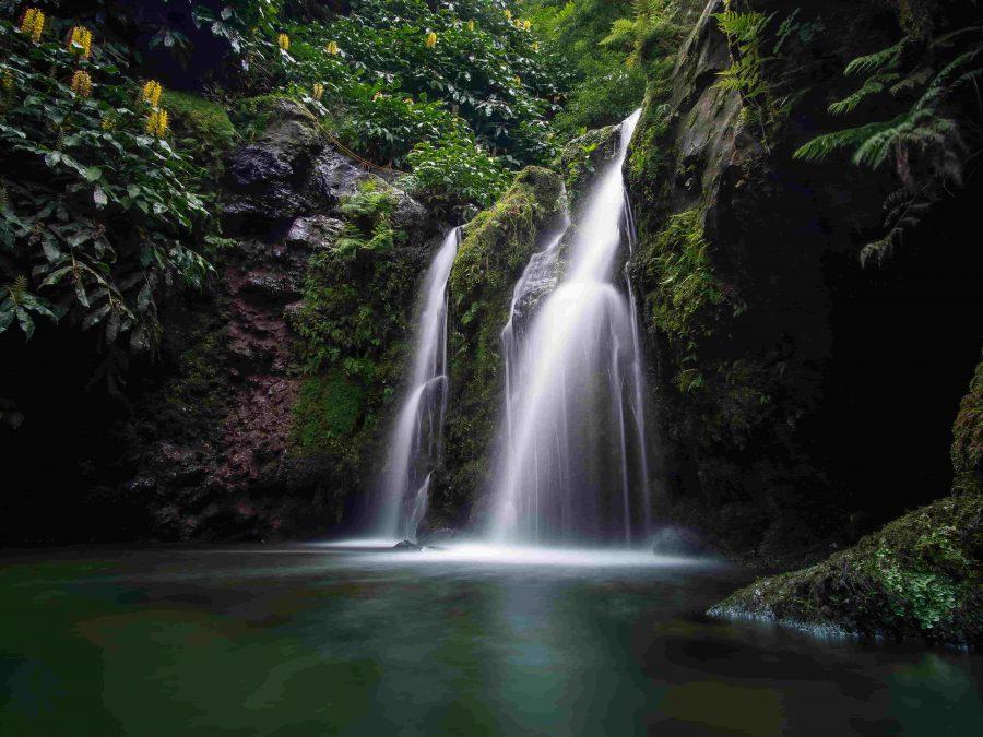 waterfall-salto-do-prego-cascade-cascata-sailboat-yacht-voilier-veleiro-charter-location-aluguer-cruise-croisiere-cruzeiro-azores-açores