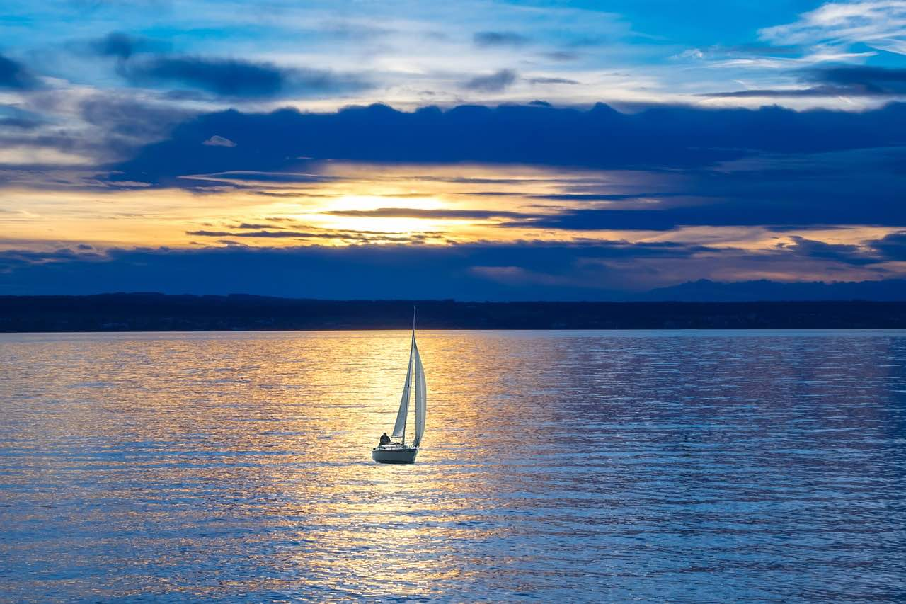 sailing-sunset-cruise-charter-charter-azoresonboard-voilier-veleiro-best-boat-bateau-luxueux-magnifique-meilleur-Bavaria-C45-fun